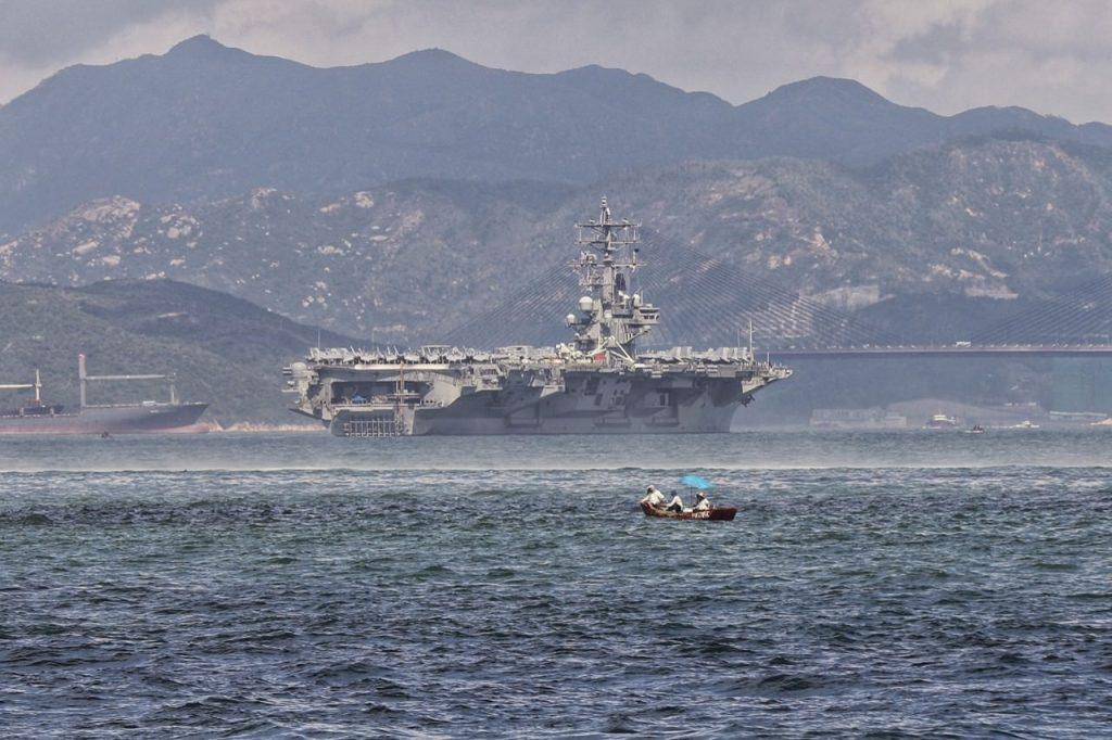 USS Ronald Reagan rade Hong Kong