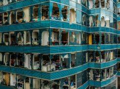 Des bureaux détruits à Hong Kong