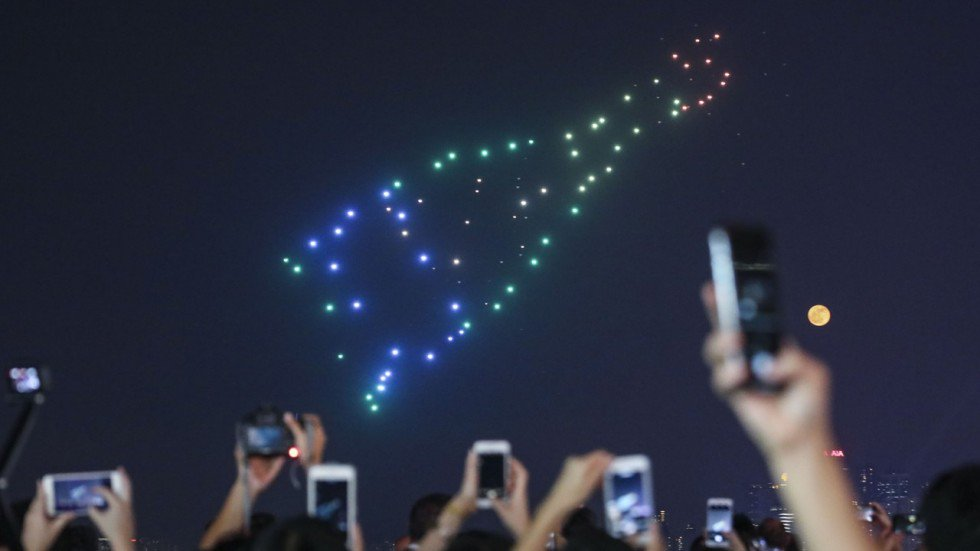 Spectacle drones bouteille champagne Hong Kong