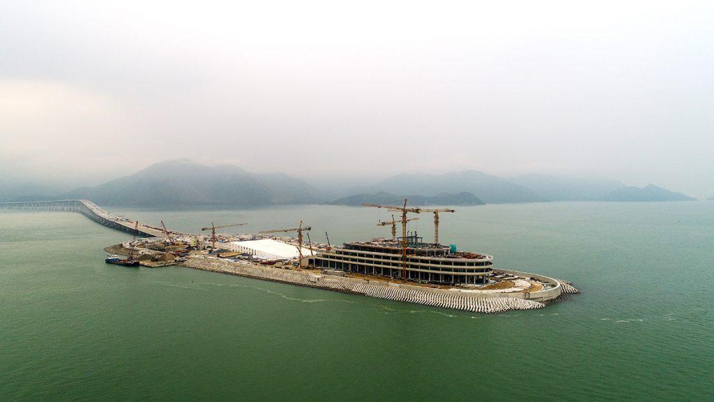 Pont Hong Kong Macao ile artificielle.jpg