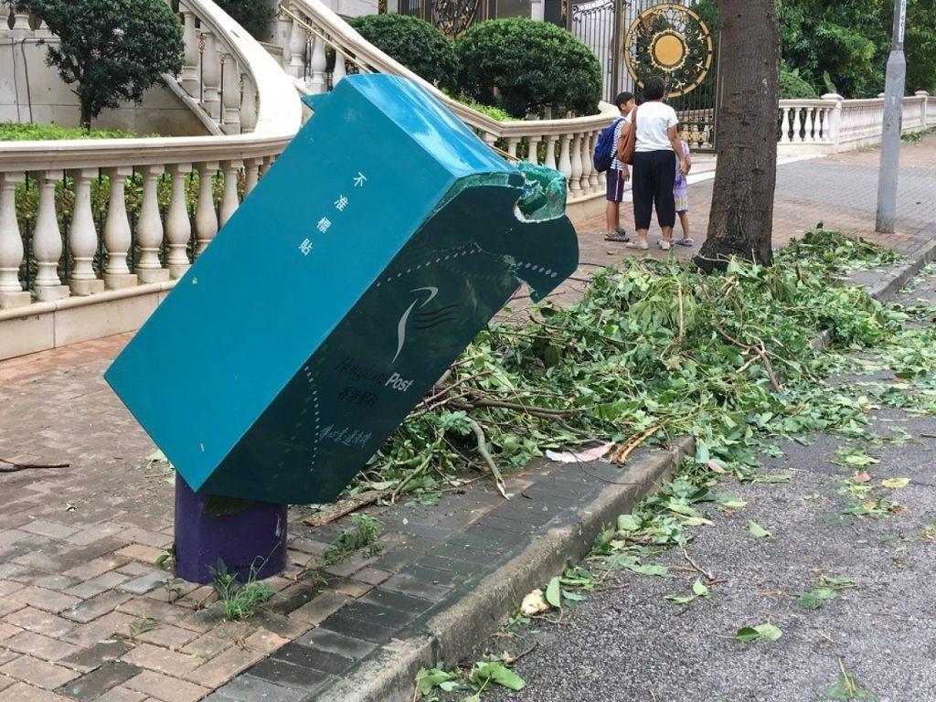 Boite aux lettres détruite à Kowloon Tong