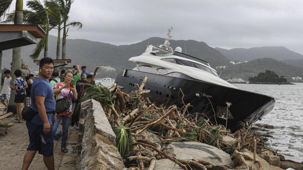 Yacht de luxe échoué Sai Kung
