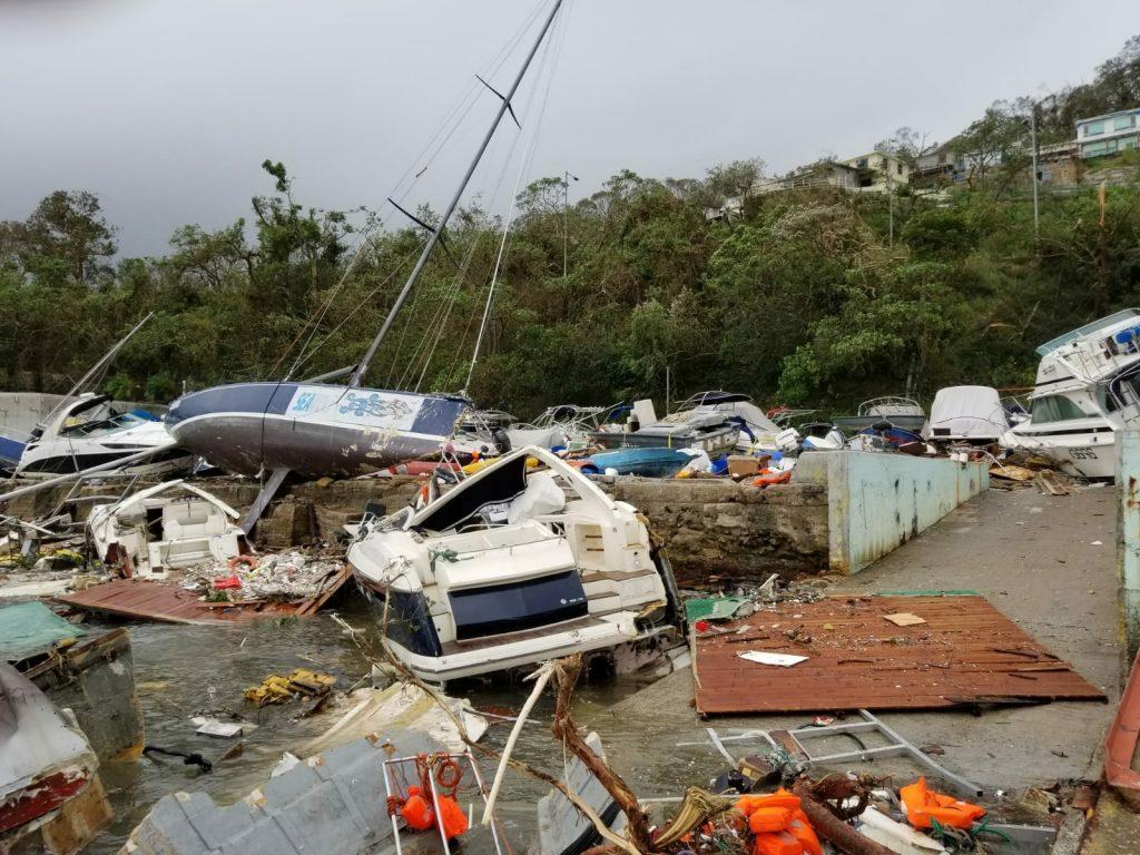Des bateaux détruits par la tempête à Sai Kung