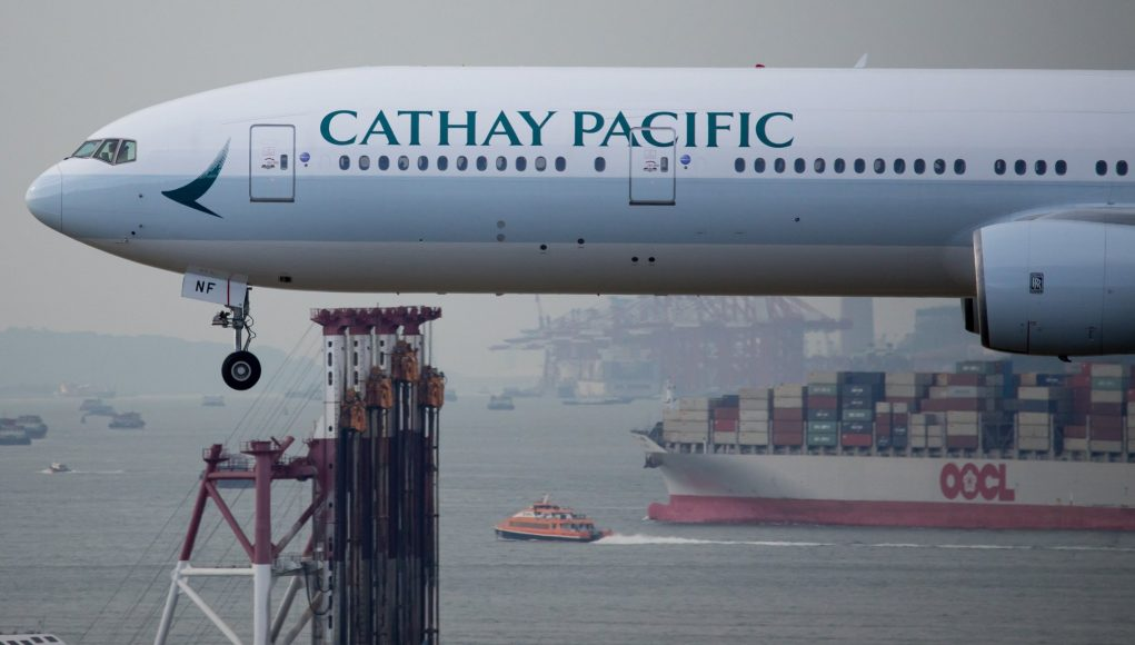 atterrissage avion cathay pacific