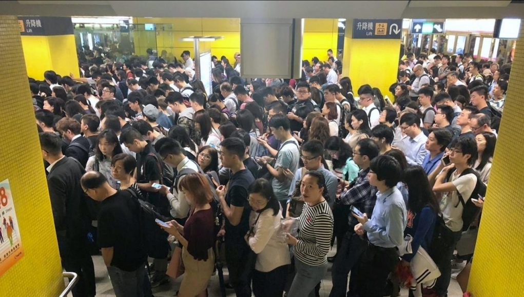 queue mtr hong kong