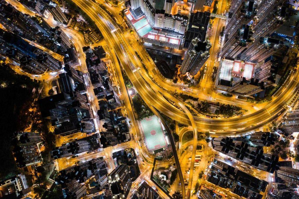 autoroute urbaine de nuit Hong Kong