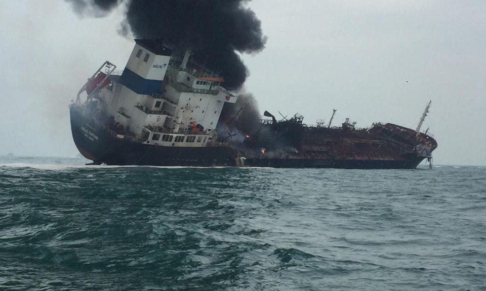 petrolier en flammes hong kong