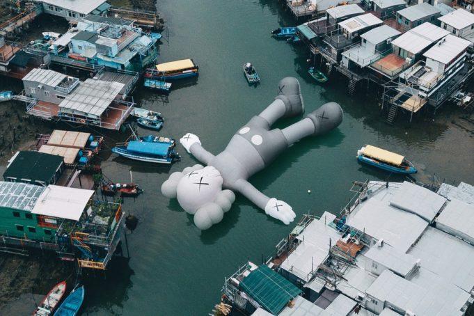 sculpture gonflable Kaws Holidy Tai O Hong Kong