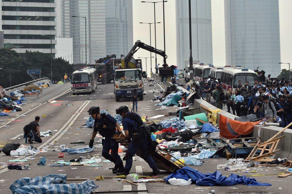 évacuation du campement d'Admiralty le 11 décembre 2014