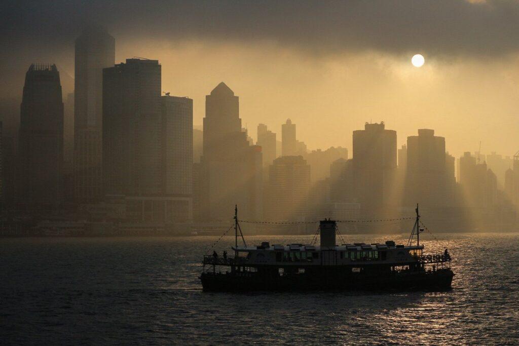ferry Hong Kong brume